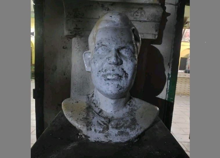 Madhu's sculpture partially damaged by miscreants