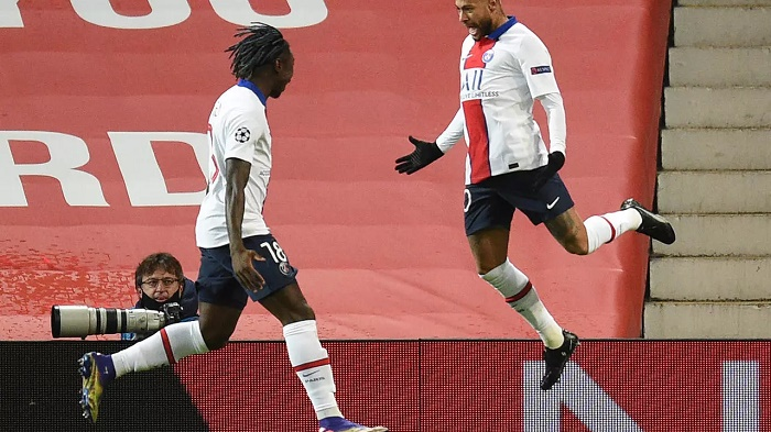 Neymar double downs Man Utd, gives PSG Champions League lifeline