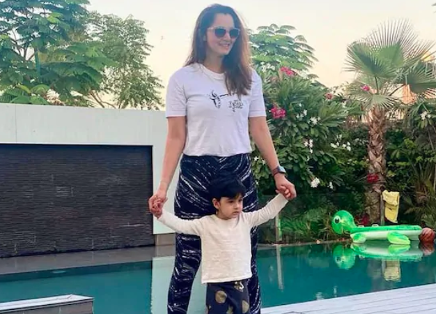 Sania Mirza's twinning photo with her
