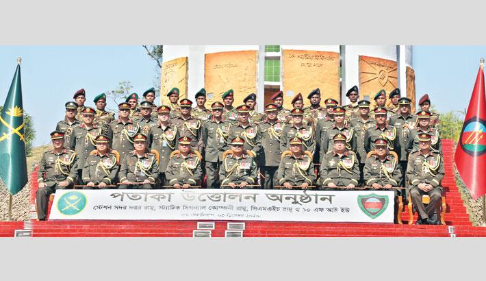Army chief hoists flag of 4 units