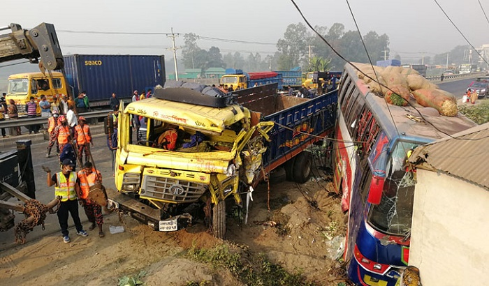 6 killed as truck hits bus in Tangail