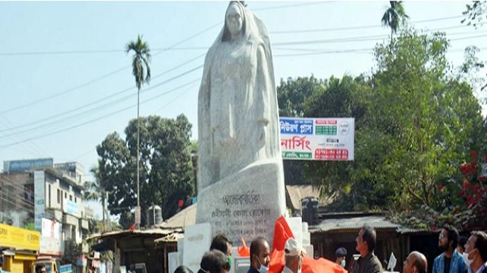 Rokeya's sculpture of 'Alokbortika' unveiled in Rangpur