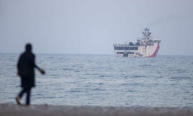 Around 400,000 stranded at sea, UN says