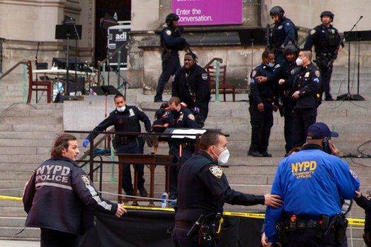 Gunman shot dead by police after New York Christmas concert