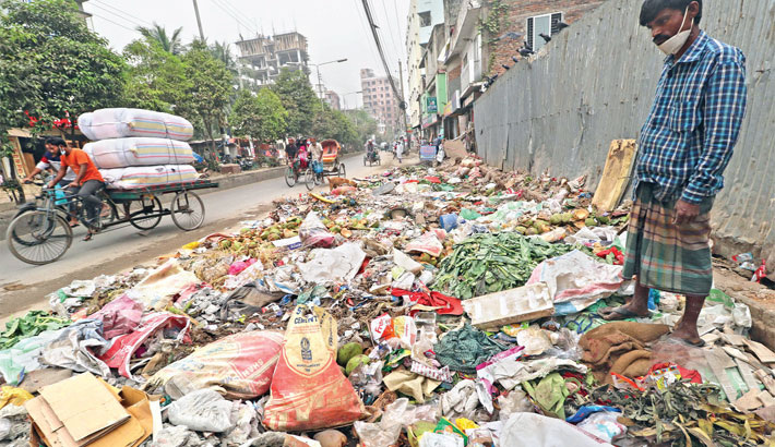 Open garbage stations create traffic woes, health hazards