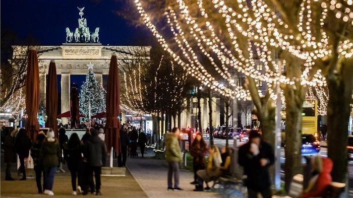 Coronavirus: Germany to go into lockdown over Christmas