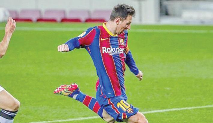 Messi saves lacklustre  Barca