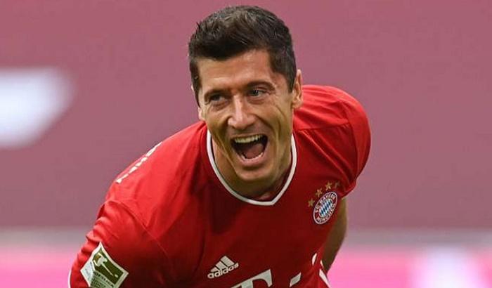 Lewandowski nets 250th Bundesliga goal as Bayern keep pace with Leverkusen