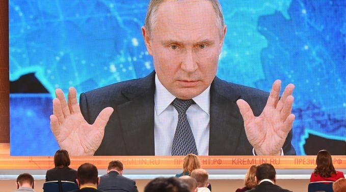 Putin says Russia reducing dependence on oil and gas