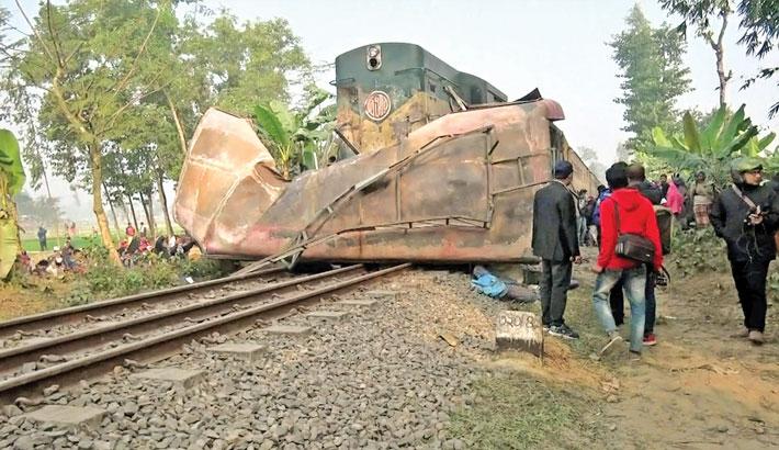 12 killed as train rams bus