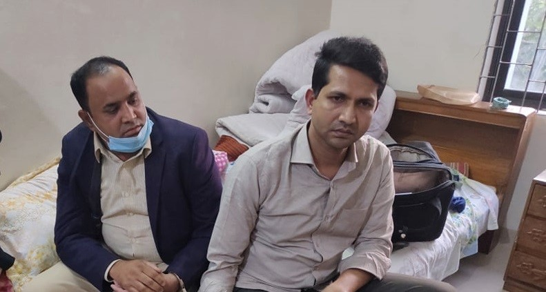 Two audit officials detained with Tk 4.16 lakh bribe in Pirojpur