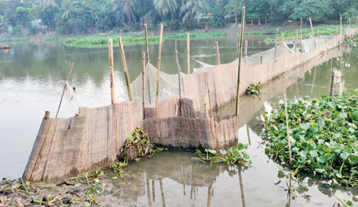 Fishing disrupts flow  of Chitra River