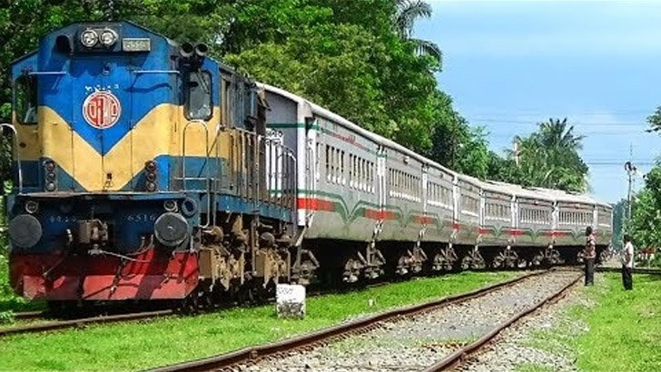 Derailment halts rail link with N region