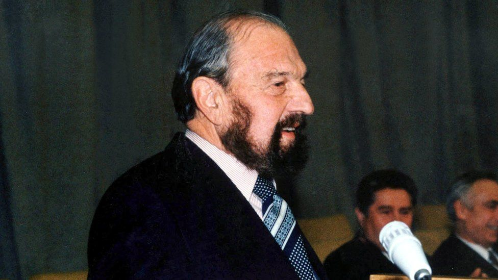 Soviet Cold War spy and former MI6 officer George Blake dies in Russia