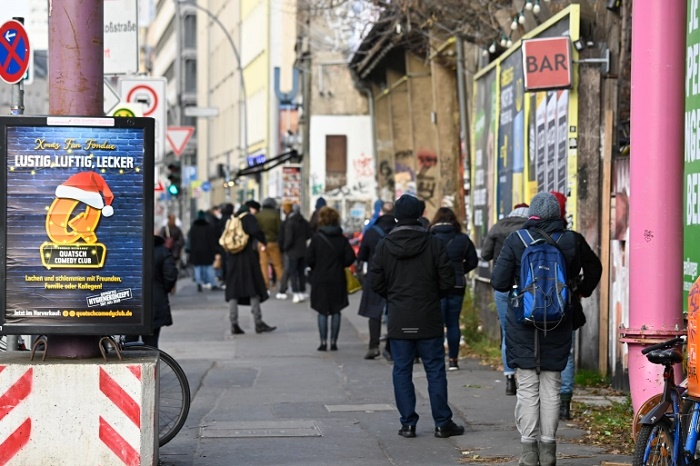 Manhunt under way after four injured in Berlin shooting