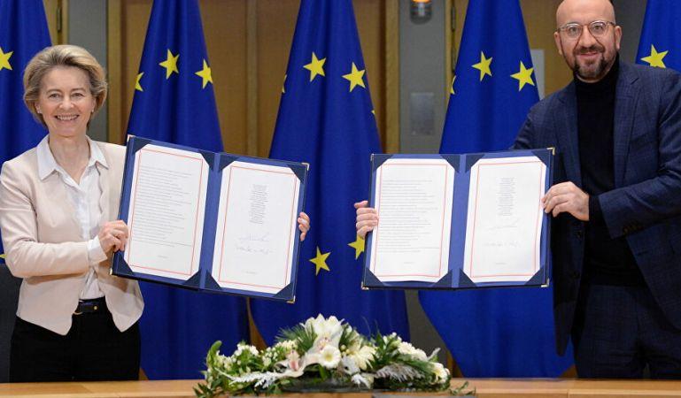 EU chiefs sign post-Brexit UK trade deal