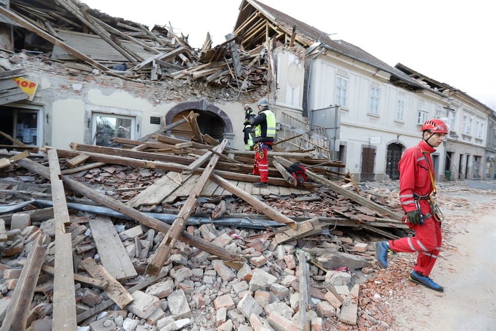 Croatia earthquake toll rises to seven as search continues