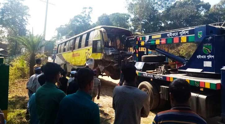 2 killed in bus-pickup van collision in Cox's Bazar