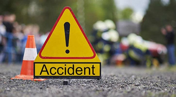 4 killed in bus-private car collision in Narsingdi