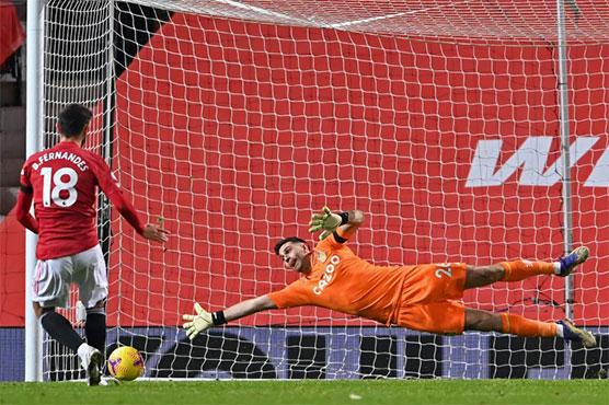 Man Utd edge past Aston Villa to join Liverpool on top