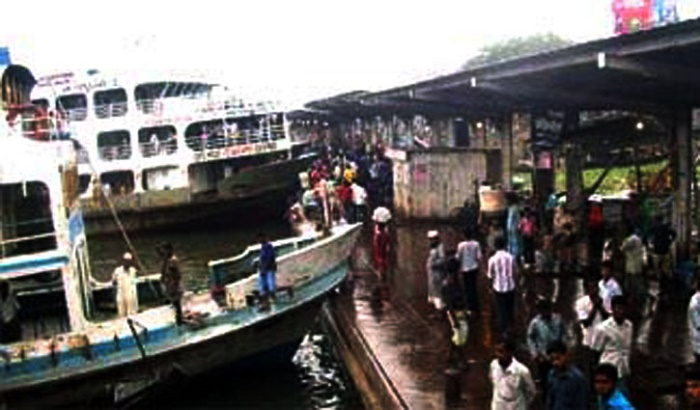 Imam dies after becoming tangled in launch rope in Sadarghat