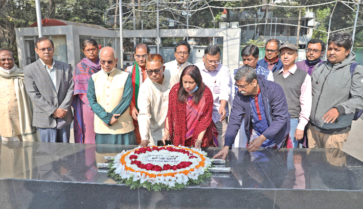 Jatiya Press Club president-elect pays homage to Bangabandhu