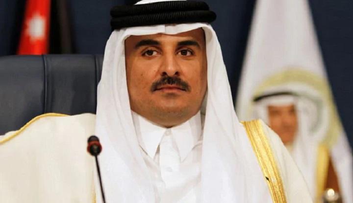 Qatar emir lands in Saudi Arabia for landmark summit