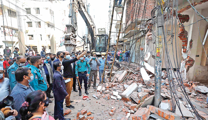 DNCC conducts demolition drive at Bhasantek