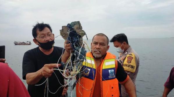 Indonesia plane crash: Boeing 737 vanishes over sea