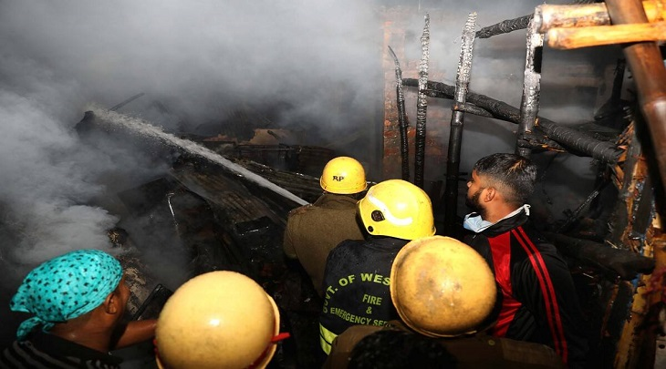 Fire at Kolkata slum, many shanties gutted