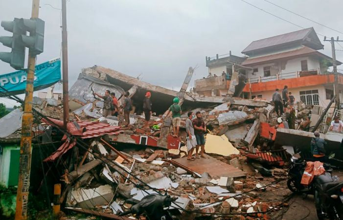 Seven dead, 24 injured after strong quake in Indonesia's Sulawesi