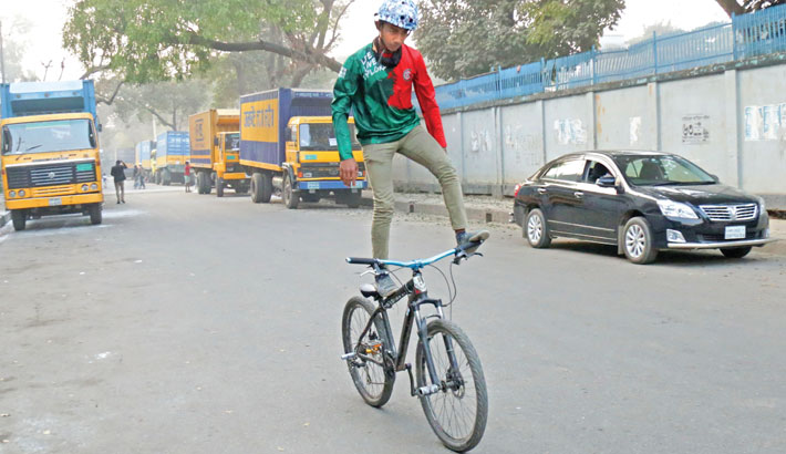 Random bicycle stunts make city roads risky