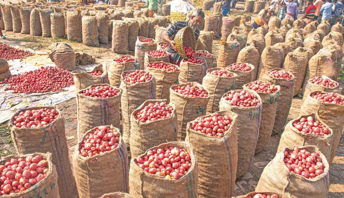 Traders pile up sacks of potato