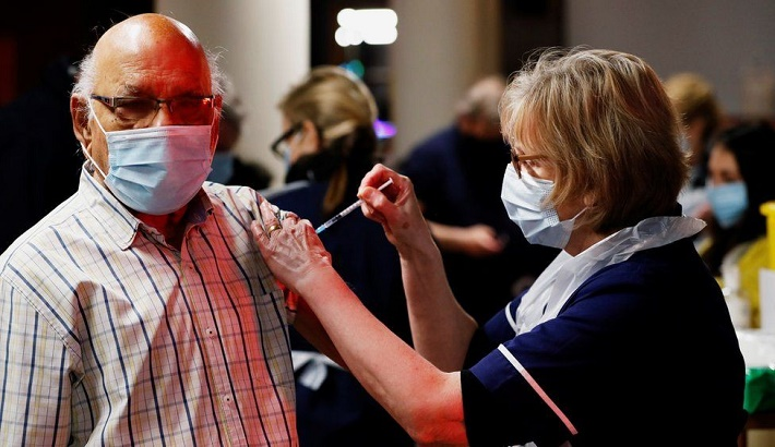 Covid-19: Vaccination rollout begins for over-70s in England