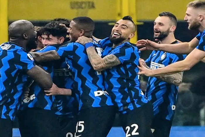 Inter beat Juventus to move level with leaders Milan