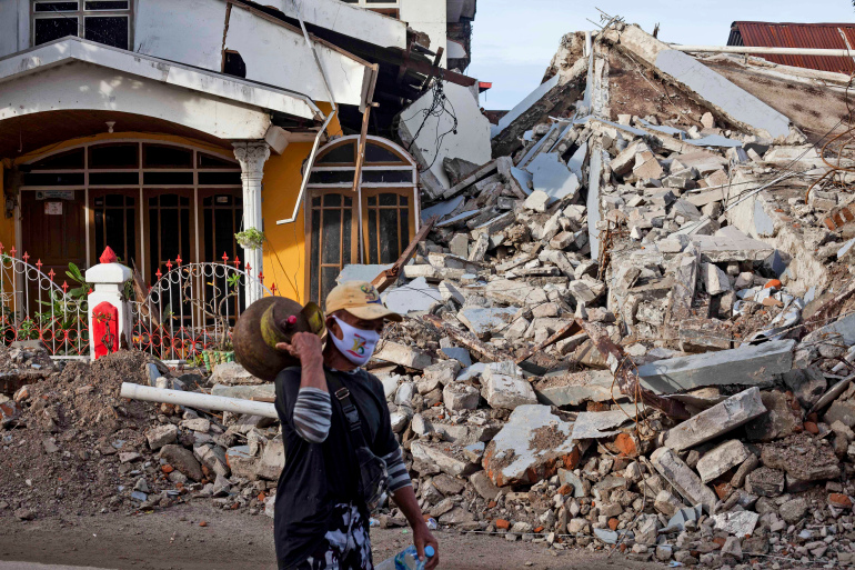 Death toll in Indonesia's West Sulawesi quake rises to 91