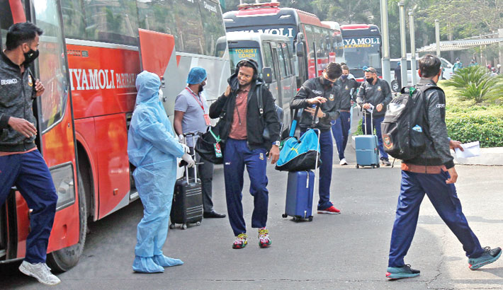 Shakib Al Hasan is seen along with other cricketers