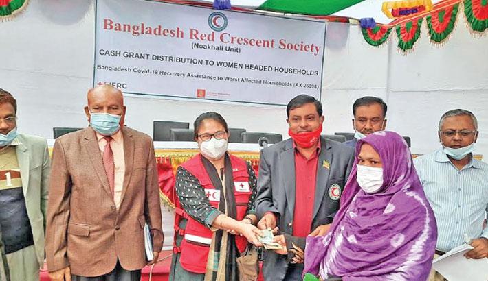 Advocate Shiab Uddin Shahin hands over cash aid
