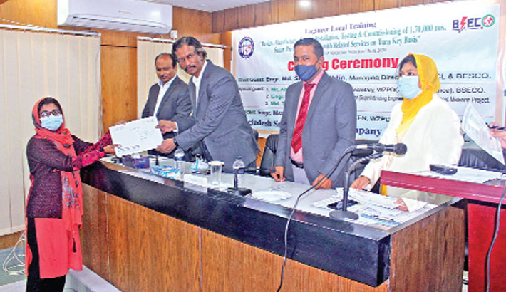 Engineer Md Shafiq Uddin hands over certificate