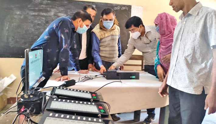 The Election Commission holds mock voting