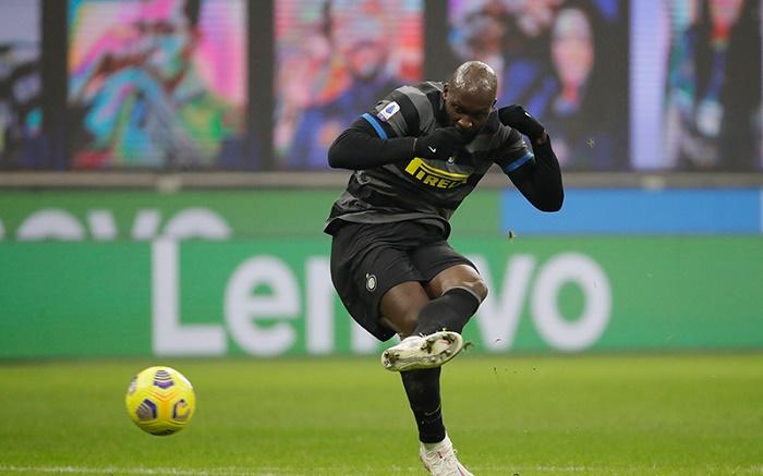 Lukaku double helps Inter keep pressure on leaders AC Milan