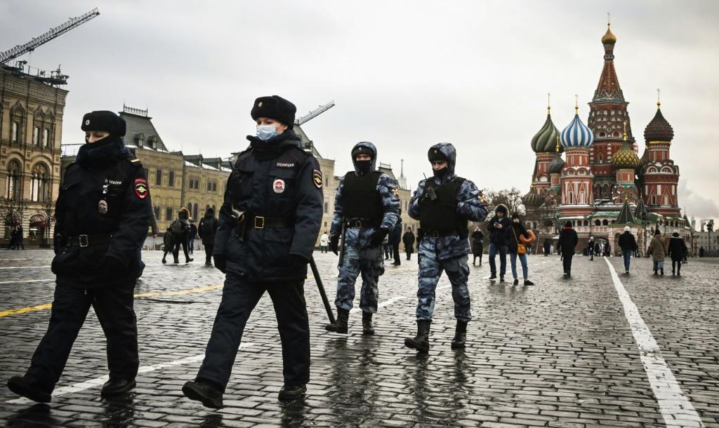 Navalny allies take to the streets despite crackdown