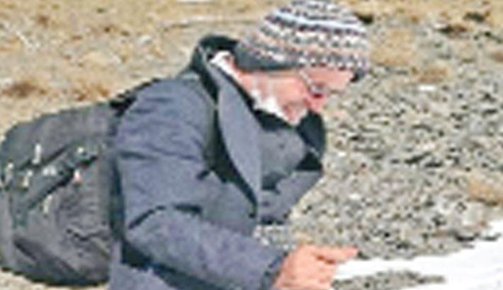 Man facing jail flees Iran on foot over mountains