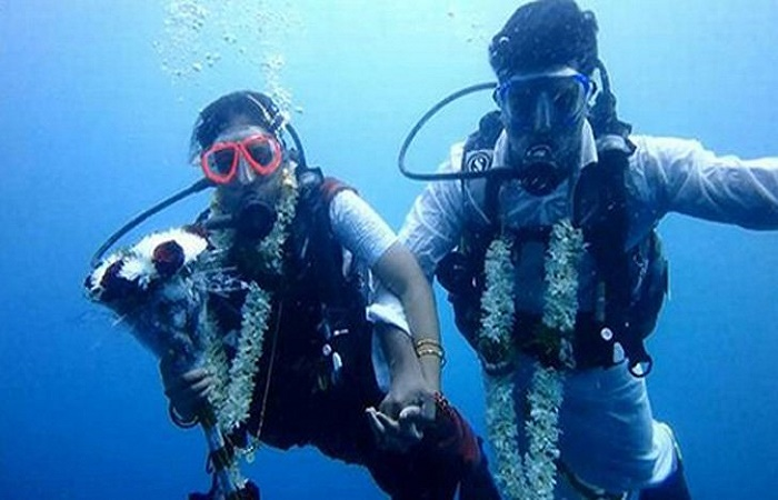 Chennai couple dive to say 'I do' 60 feet under ocean
