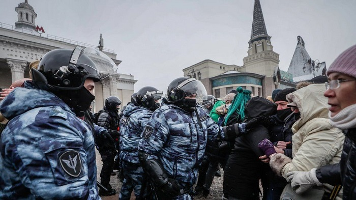 Russia expels European diplomats over Navalny protests