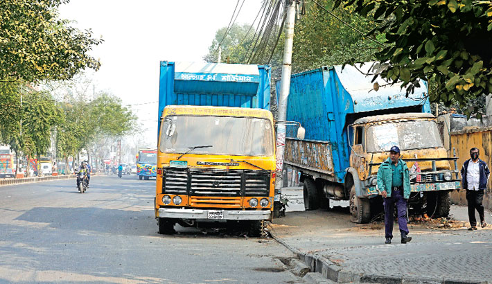 Two trucks, seized by police, have been kept on a busy road