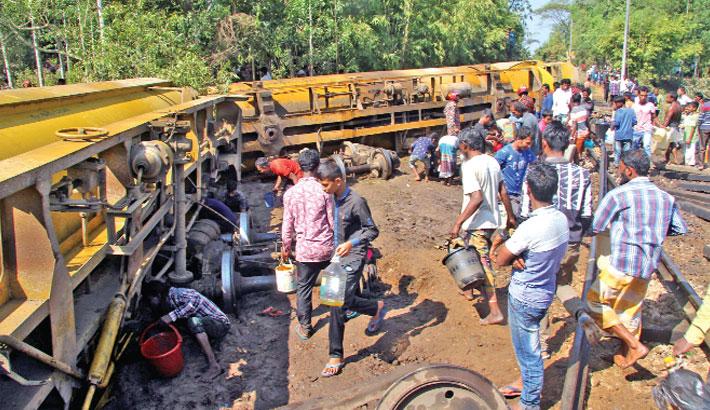Fuel spills after train derailed in Sylhet