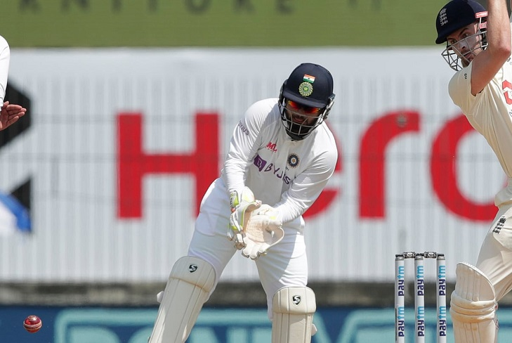 England stretch lead to 360 in India Test