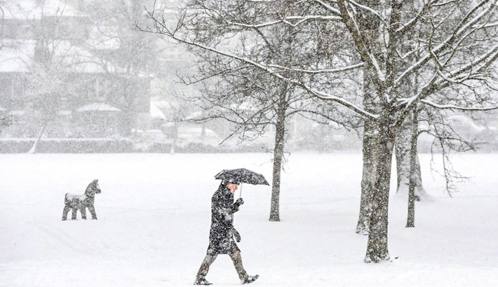 Snow, cold bring chaos to Germany, Britain