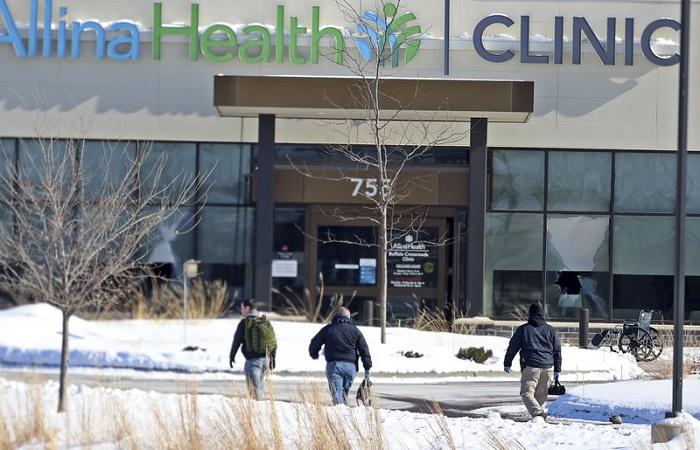 1 dead, 4 hurt in Minnesota health clinic shooting; man held